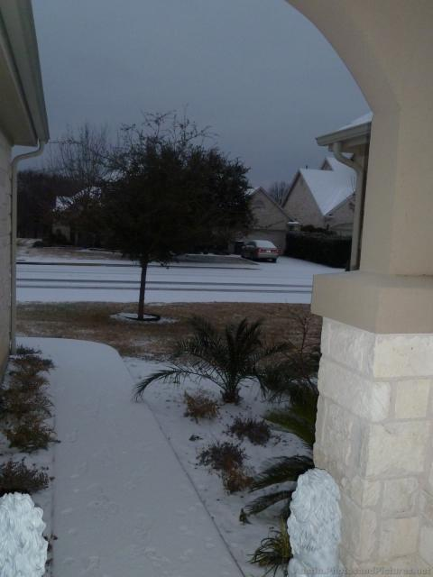 Roof roads covered with snow in Austin.jpg